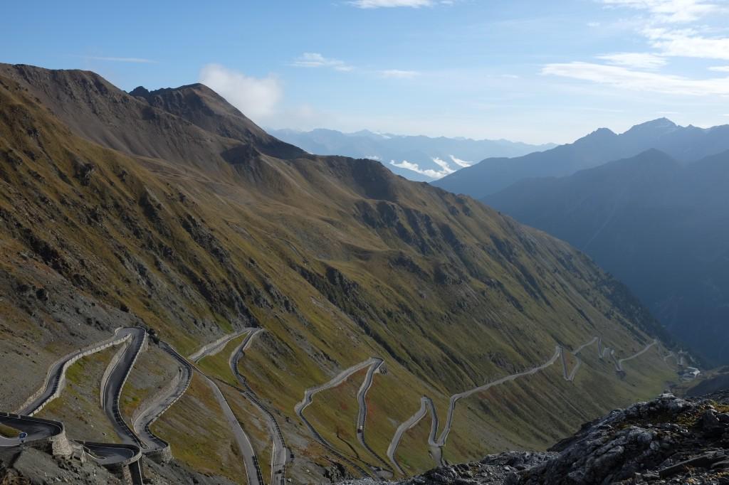 Du haut de mon plus beau, le Passo dello Stelvio, la botte est à mes pieds! Italia.
