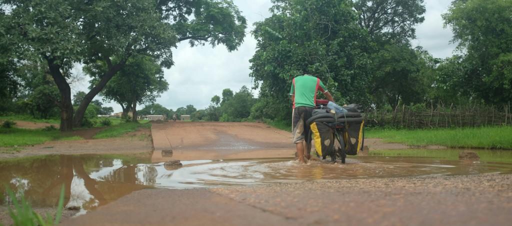 Ici en Afrique de l'ouest nous vivons la saison des pluies. Une saison très importante.