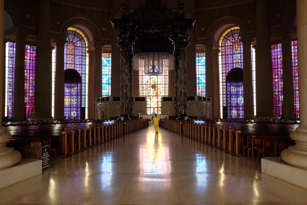 les vitraux couvrent une superficie totale de 7400 m2, record mondial à la clé. les vitraux couvrent une superficie totale de 7400 m2, record mondial à la clé.