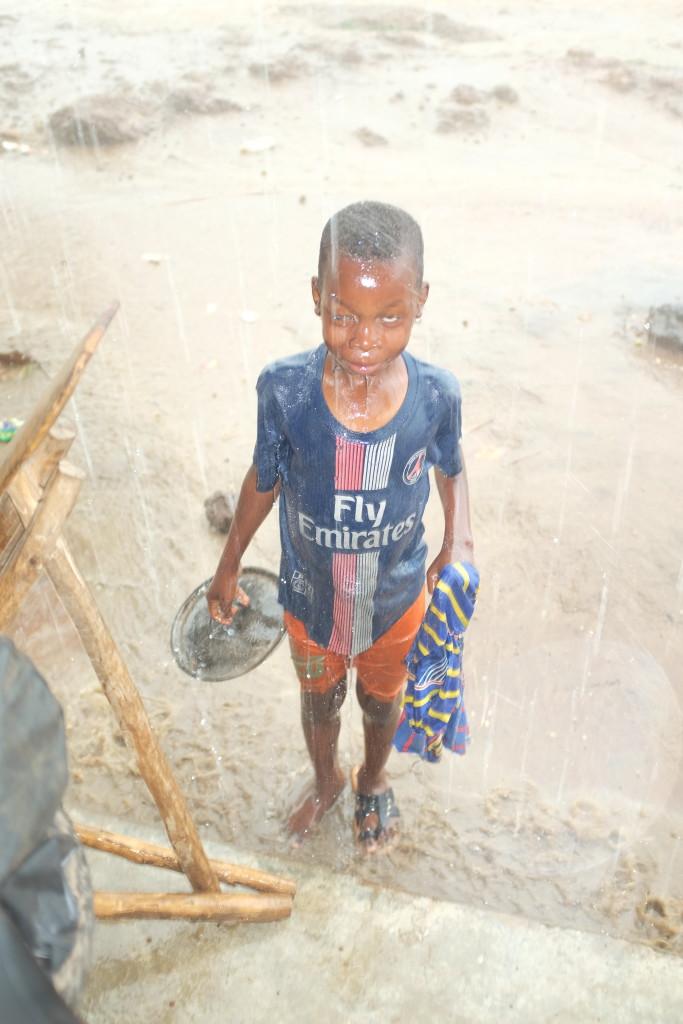 """Eux qui seront peut-être parmi les derniers, un jour, à dire leurs propres enfants """"moi je jouais dans la boue et c'était bien""""."""