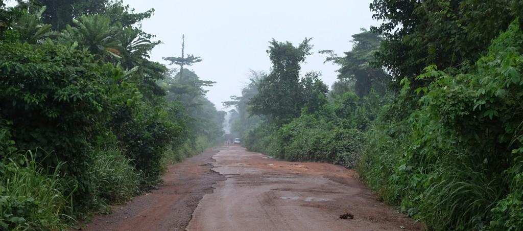 Vous avez dit absurde? Un seul coup de pédale sur une route ivoirienne vous en convaincra.