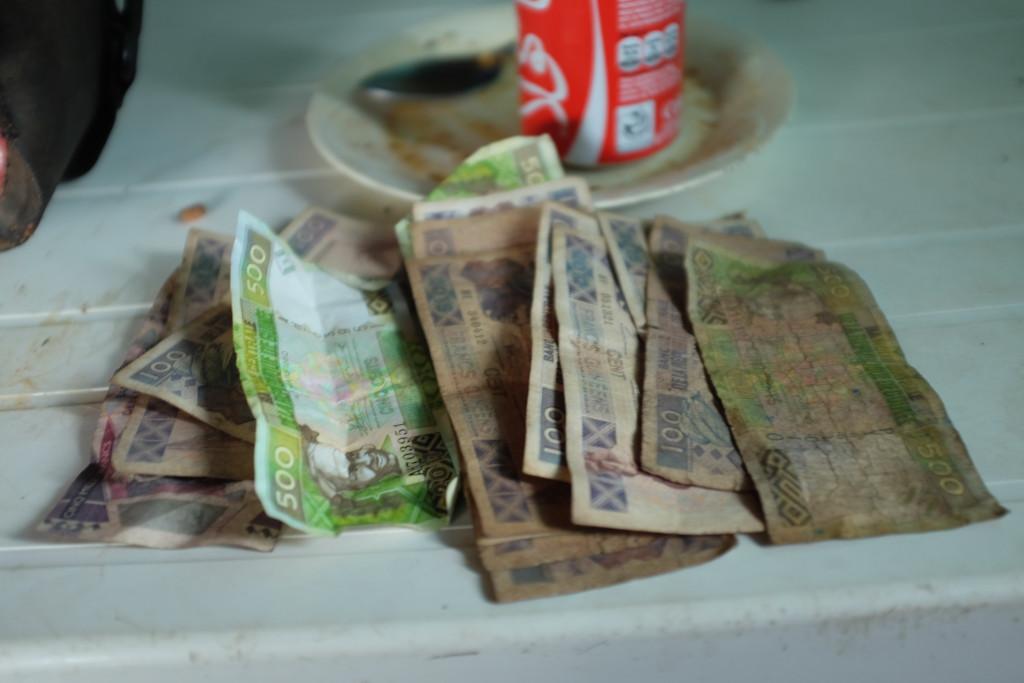 l'utilisation de la monnaie reste  elle très...coment dire? Particulière! En effet