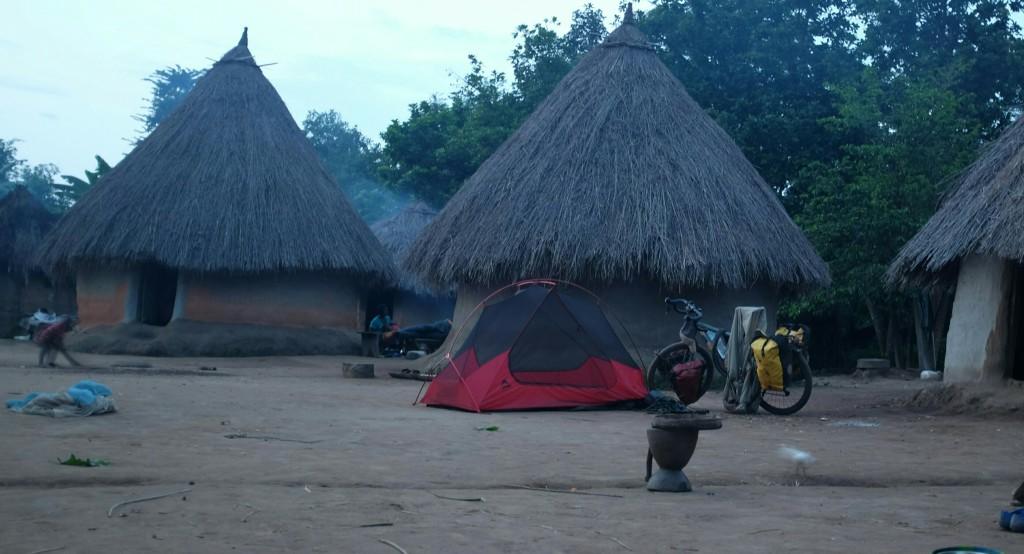 Les petits villages qui peuplent la région, fait de petites maisons de terre rondes au toit de paille
