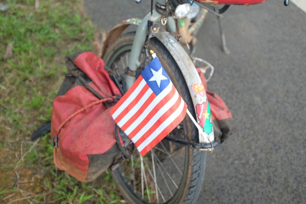 son drapeau -copié du drapeau américain-