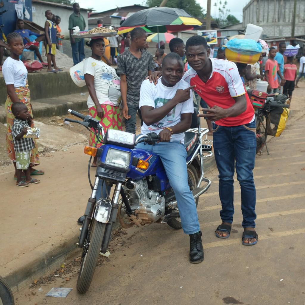 Si j'ai trouvé un certain côté rude au Libéria j'y ai découvert beaucoup de gentillesse, de curiosité et d'accueil.