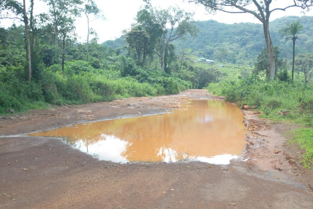 la réalité bien plus cash et transpirante de cette vie de privilégiés sur les routes d'Afrique.