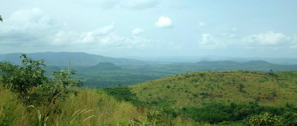 je remonte le pays en direction des montagnes du Fouta Djalon