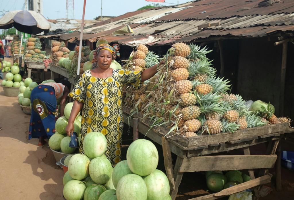 la Guinée telle que je la découvre, le long de la route, et que je découvrais à l'est du pays en septembre dernier, est bel et bien le pays du partage.