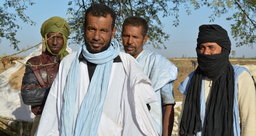 Les Maures, les riches commerçants, peuples arabes vêtus de bleu et blanc que nous apercevions régulièrement depuis deux jours déjà