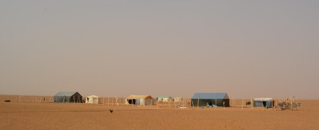 Nous laissons sans grand regret l'abri qui nous a servi de nuit, généralement une tente nomade, parfois de rencontre-s également.