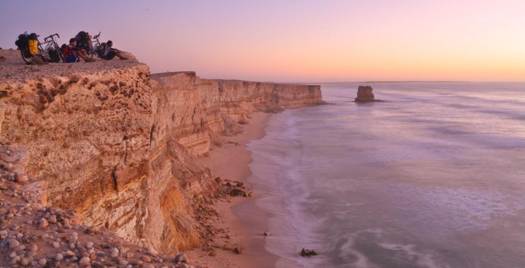 De l'Irlande au Sahara occidental, le parallèle est osé, certes, mais l'océan est le même.