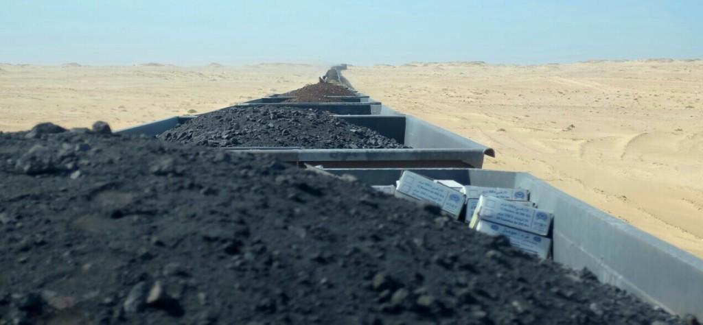 ce train long de presque 3 kilomètres qui transporte chaque jour d'énormes quantité de minerai de fer.