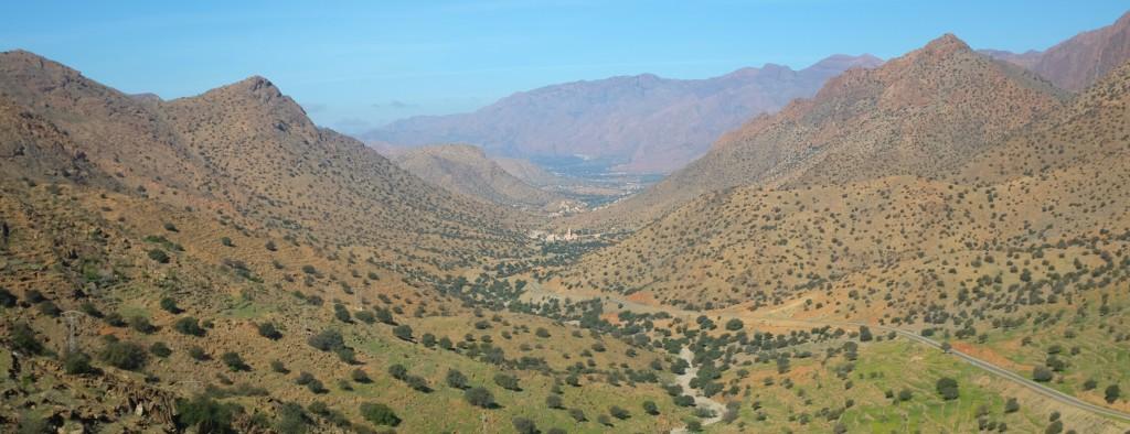 Dès les premières vallées je me sens happé par ces montages qui nous entourent, sèches et rocailleuse