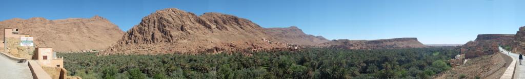 les paysages ont changé à de multiples reprises, passant des oasis aux plateaux rocailleux puis à la vue des sommets enneigés