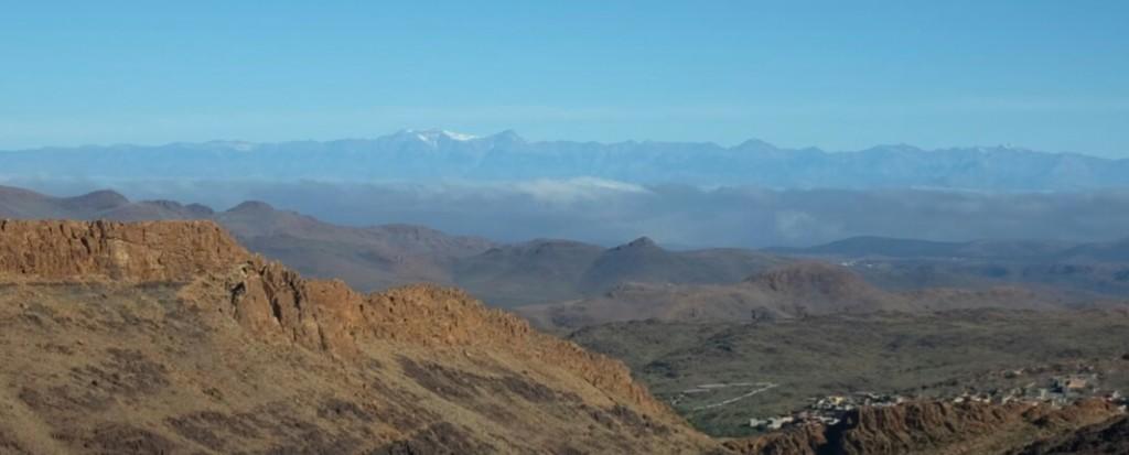c'est la troisième fois que j'en aperçois en Afrique lorsque se dresse en face de moi, à une centaine de kilomètres, le Djebel Toubkal, plus haut sommet marocain.