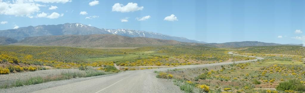 le Djébel Ayachi, 3'700 mètres d'altitude, dont les derniers névés de neige n'ont pas encore fondu